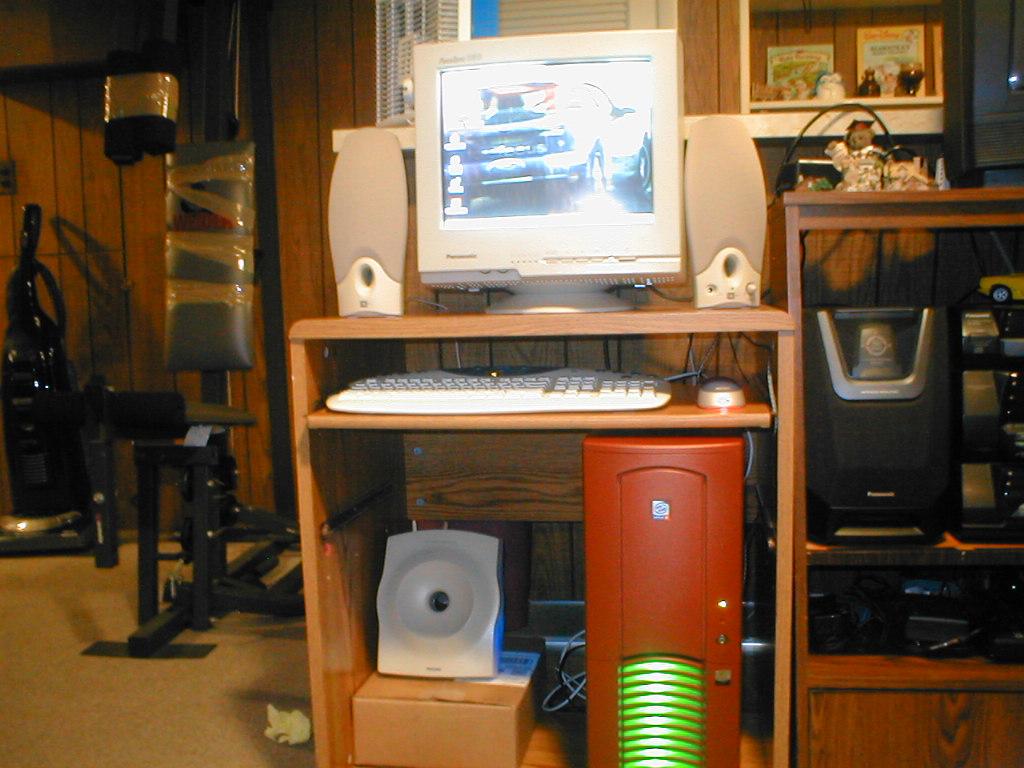 p4_server_desk.jpg